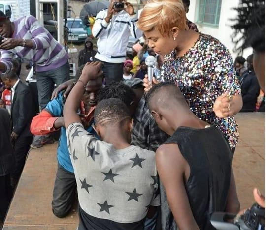 Size 8 takes the gospel to street kids
